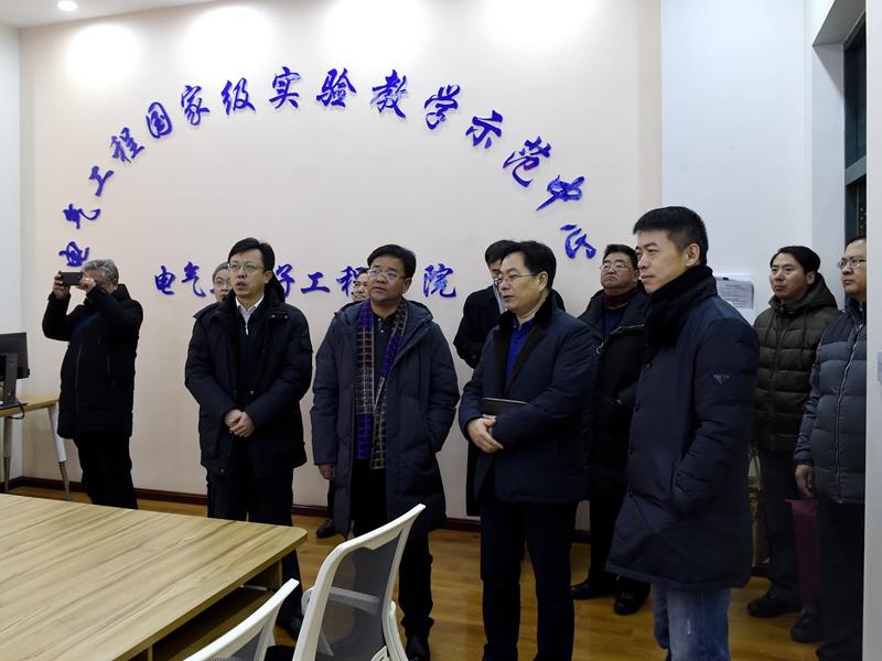 西藏农牧学院领导来校调研交流